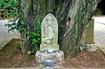 090921-17深大寺元三大師堂前の石仏.JPG
