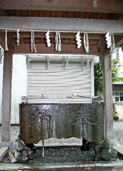 090921-25青渭神社手水舎-1.JPG