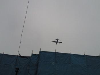 201010241140-1超低空飛行の軍用機.jpg